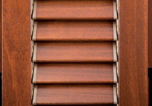 persiana marrone